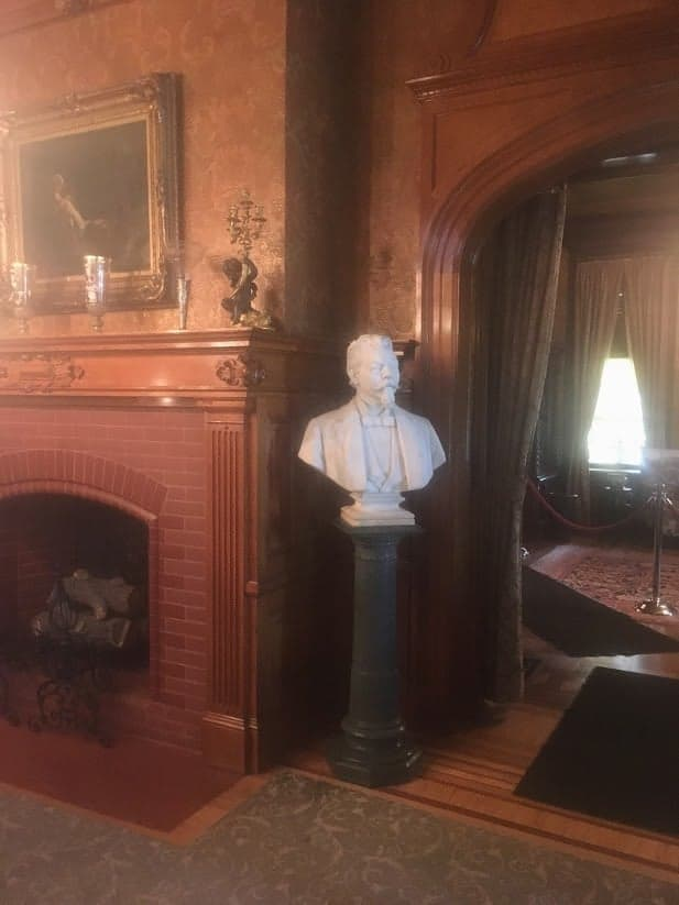 Pabst mansion bust