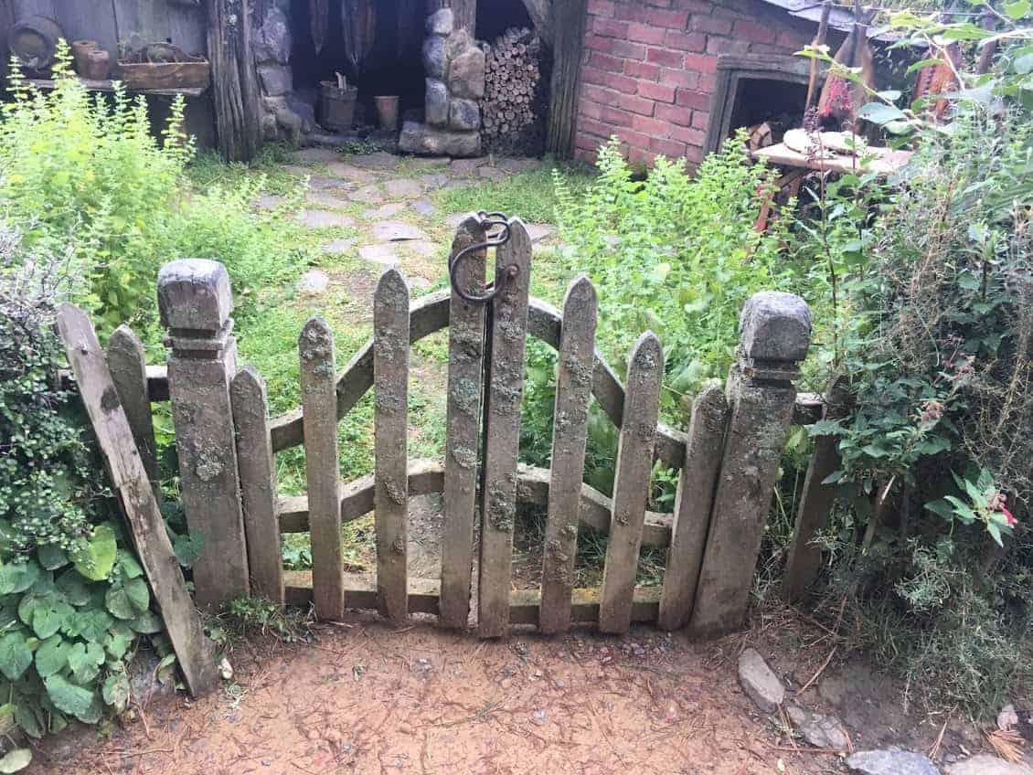 hobbiton gates