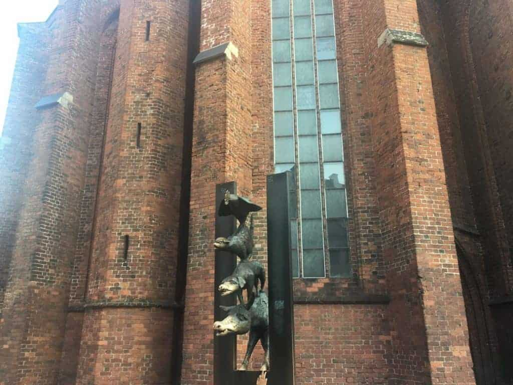 riga old town bremen tower musicians