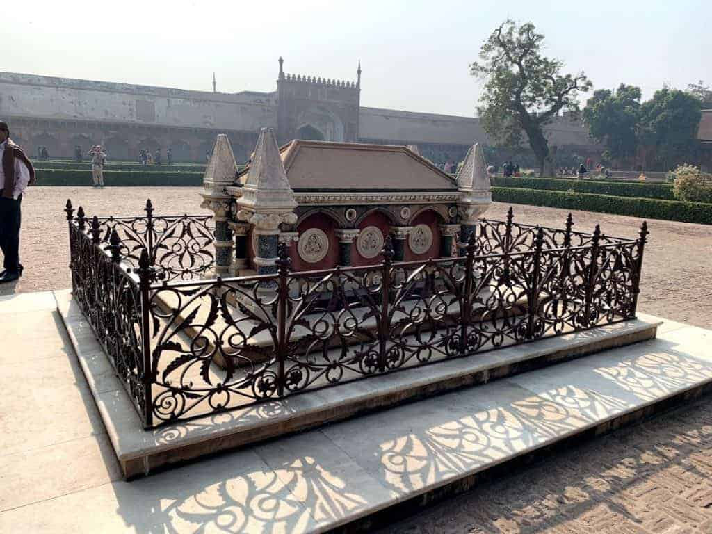 agra fort tomb