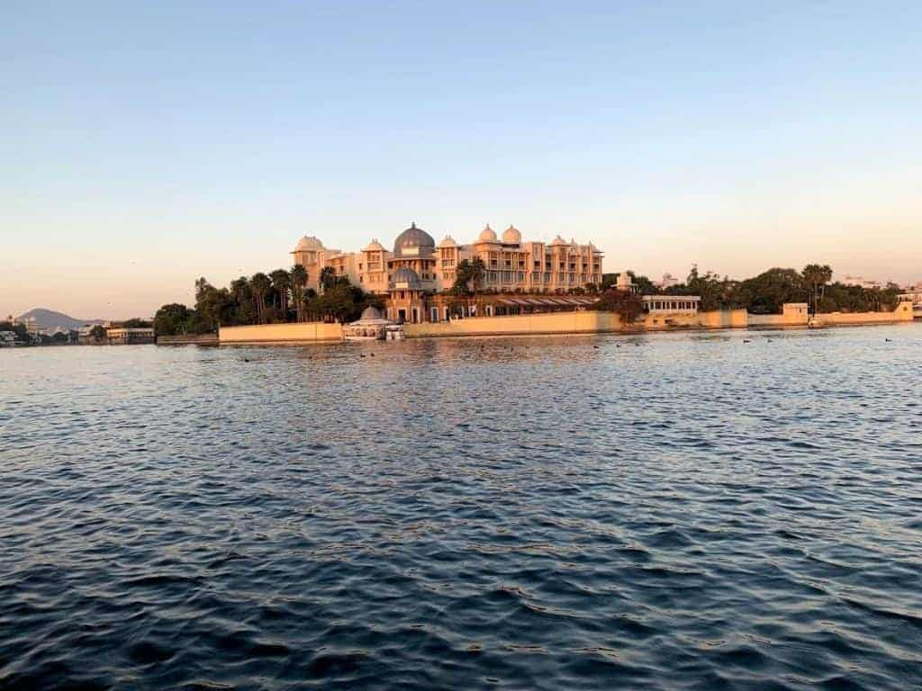 lake pichola travels